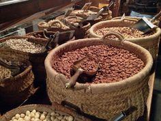 Una tienda de otra época, los frutos secos de Casa Gispert
