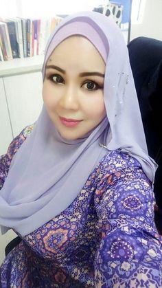 Beautiful Arab Women, Beautiful Hijab, Beautiful Asian Girls, Muslim Fashion, Hijab Fashion, New Short Haircuts, Next Clothes, Hijab Chic, Girl Hijab
