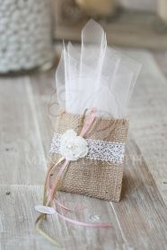 1 million+ Stunning Free Images to Use Anywhere Lavender Bags, Lavender Sachets, Wedding Favor Bags, Wedding Gifts, Lace Wedding, Handmade Crafts, Diy And Crafts, Decorated Gift Bags, Burlap Crafts