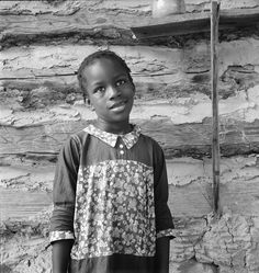 child of tobacco farmers, North Carolina, Dorothea Lange (Library of Congress photo) Documentary Photographers, Great Photographers, Women In History, Black History, Library Of Congress Photos, Dorothea Lange Photography, Vintage Photos, Antique Pictures, Vintage Stuff