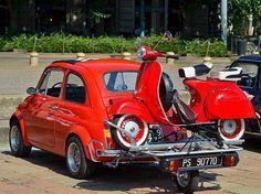 Fiat 500 y vespa Fiat Cinquecento, Fiat Abarth, Motor Scooters, Vespa Scooters, Piaggio Scooter, Motos Vintage, Classic Vespa, Cars Vintage, Retro Scooter