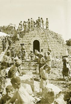 Ramallah - رام الله : RAMALLAH - Palestinian villagers building a house in the Ramallah area - Early c. (Per Reem Ackall) Palestine People, Palestine History, Israel History, Israel Palestine, Jewish History, Old Photos, Vintage Photos, Old Jaffa, East Jerusalem