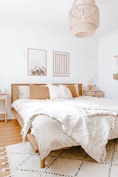 Boho Bedroom Decor, Bedroom Ideas, 1920s Bedroom, Bedroom Inspiration, Bedroom Signs, Ikea Bedroom, Bedroom Furniture, White Bedroom, Bedroom Apartment