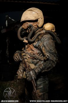 What respirator should I get for urbex? Post Apocalyptic Clothing, Post Apocalyptic Costume, Post Apocalyptic Fashion, Mad Max, Post Apocalypse, Larp, Cyberpunk, Wasteland Warrior, Warrior 2