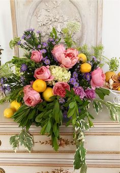 Flower Centerpieces, Hydrangea, Floral Arrangements, Floral Wreath, Lemon, Home And Garden, Wreaths, French, Table Decorations