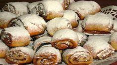 Ořechoví šneci se skořicí posypané moučkovým cukrem! Připravené za 30 minut! | Milujeme recepty Hungarian Desserts, Hungarian Cake, Hungarian Recipes, Cookie Desserts, Cookie Recipes, Dessert Recipes, Bakery, Food And Drink, Yummy Food
