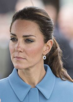 Kate Middleton Outfits, Kate Middleton Dress, Kate Middleton Style, Queen Kate, Princess Kate, Princess Charlotte, Kate And Pippa, Short Grey Hair, Prince William And Catherine