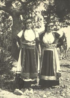 Discover inspiring cultural heritage from over 3500 European museums, libraries and archives in Europeana Greek Traditional Dress, Greek Costumes, Farming Life, Albania, Exercises, Greece, Past, Folk, Museum