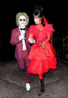 The Best Celebrity Halloween Costumes. 2018 The Weeknd and Bella Hadid were inspired by Beetlejuice for their fancy dress outfits. Take your Halloween costume inspiration from the stars' spooky outfits Beetlejuice Halloween Costume, Easy College Halloween Costumes, Best Celebrity Halloween Costumes, Classic Halloween Costumes, Fete Halloween, Halloween Celebration, Halloween Outfits, Women Halloween, Halloween Makeup