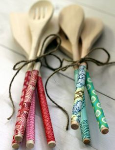DIY Fabric-covered wooden spoons ~ Handmade Gift Series / handmade gifts made gifts gifts it yourself gifts gifts Mod Podge Crafts, Tape Crafts, Fabric Crafts, Diy And Crafts, Mod Podge Ideas, Clay Crafts, Wooden Spoon Crafts, Wooden Spoons, Wooden Gifts