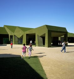 School in Roldán | featuring angles, which generate spatial tensions, breaking the monotony and giving expression, fully wrapped by a green carpet of artificial turf that turns it into a natural entity in the place.