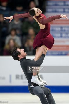News Photo : Tessa Virtue and Scott Moir of Canada perform...