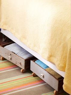 Hideaway Under Bed Storage: Maximise space underneath the bed with rolling storage. Repurpose dresserless drawers, crates or boxes from flea markets or garage sales & if you can't find a matching set, unify disparate pieces with paint. Attach casters to the bottoms and add matching hardware to the fronts. Easy storage for kids toys, blankets, magazines ... | The Micro Gardener