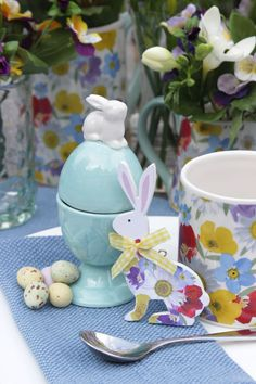 Pretty florals for Easter from giselagraham.co.uk