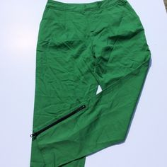 Kate Spade Saturday Green Capri Pants Excellent condition Kermit green pants of awesomeness! Ankle length with black zippers. No condition issues. Offers always warmly welcomed. kate spade Pants Capris