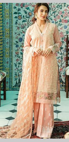 Sari, Embroidery, Fashion, Saree, Moda, Needlepoint, Fashion Styles, Fashion Illustrations, Saris