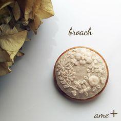 Beaded Embroidery, Cross Stitch, Beaded Bracelets, Beads, Crafts, Pendants, Embroidery, Needlework, Japanese Clothing