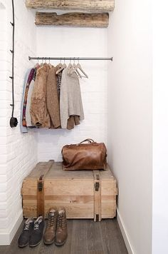 Storage room in chamber Creative Storage, Storage Ideas, Storage Room, Decoration, Entryway Bench, Wardrobe Rack, Studio, House Design, Rustic