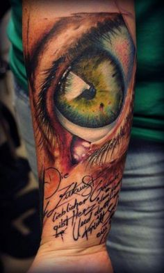 Florian Karg | Eye This is the most realistic tattoo I think I have ever seen! Crazy good!