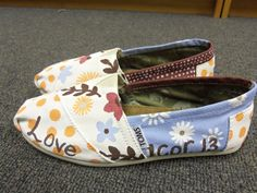 my absolute favorite chapter from the bible on a pair of toms. i officially want these!