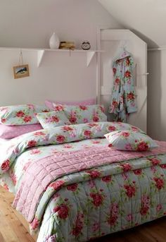 Cath kidston home Cath Kidston Bedroom, Cath Kidston Home, Rose Duvet Cover, Single Duvet Cover, Duvet Covers, Bedroom Green, Bedroom Decor, Bedroom Ideas, My New Room