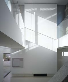 Níall McLaughlin Architects / View of the double height space