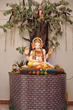 Also known as Gajanana and Vinayaka, the cherubic Ganesha is one of the most popular and worshipped deities in Ganpati Decoration Images, Ganpati Decoration Theme, Eco Friendly Ganpati Decoration, Ganapati Decoration, Mandir Decoration, Indian Decoration, Green Decoration, Board Decoration, Background Decoration