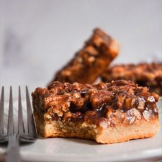 These Healthy Pecan Pie Bars are paleo, vegan, gluten free, and taste exactly like real pecan pie! They are simple to make and have a delicious pecan filling on top! More from my siteHealthy Pecan Pie Bars Homemade Pecan Pie, Vegan Pecan Pie, Best Pecan Pie, Healthy Pecan Pie Recipe, Gluten Free Pecan Pie, Real Food Recipes, Vegan Recipes, Dessert Recipes, Cooking Recipes