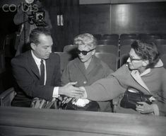 Mildred Turner, her daughter Lana Turner and Steve Crane, awaiting the pre-detention hearing of Lana's daughter, Cheryl Crane, 14 with the stabbing death of johnny Hollywood Icons, Old Hollywood, Cheryl Crane, Nashville News, Lana Turner, Ex Wives, Movie Stars, Famous People