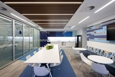 Perfectly fitting the timber slot detail of the ceiling. The globally active financial services provider Zurich chose LTS Lichtkanal light lines for their Brisbane office. They can be found throughout the whole building and also in the offices in Adelaide, the capital of South Australia.