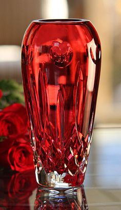 "Waterford Lismore ""I Love Lismore"" Red Bud Vase, beautiful Waterford Lismore, Waterford Crystal, Cut Glass, Glass Art, Tables Tableaux, Cristal Art, Red Vases, Design Floral, Crystals"