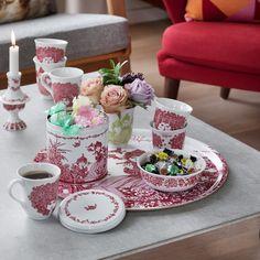 Phantasievolle und romantische Kunst von Bjørn Wiinblad, die von Papier, über Keramik bis hinzu Textilien reichte.