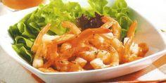 Estos son los ingredientes y el modo de preparación paso a paso para preparar una deliciosa, fácil y sencilla receta de Ensalada de Camarones con Salsa para cuatro personas.