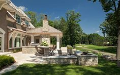 John Kraemer & Sons: professional builders and renovations of homes in Minnesota and Wisconsin. See their work in the Interlachen Country Club.