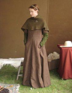 medieval dress with pocket slits Costume Viking, Medieval Costume, Renaissance Clothing, Medieval Fashion, Historical Costume, Historical Clothing, Medieval Gown, Fantasy Costumes, Fantasy Dress