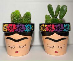 Clay Pot Crafts, Diy Home Crafts, Arts And Crafts, Flower Pot Art, Flower Pot Design, Painted Plant Pots, Painted Flower Pots, Pottery Painting, Diy Painting