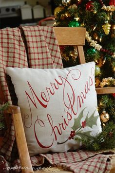 How to Paint a Pillow for Christmas decorating post at Live Laugh Rowe | www.andersonangrant.com #Christmas #DIY