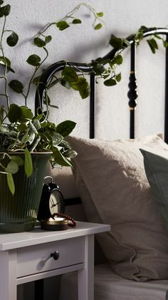 Add details to your bedside table # details Bedroom Furniture Sets, Table Furniture, Bedroom Decor, Bedroom Sets, Antique Furniture, Furniture Design, Primitive Dining Rooms, Buy Furniture Online, Discount Furniture
