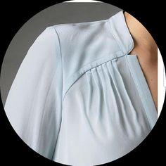 Görüntünün olası içeriği: bir veya daha fazla kişi Neckline Designs, Dress Neck Designs, Kurta Designs, Blouse Designs, Stitching Dresses, Kurta Neck Design, Sleeves Designs For Dresses, Mein Style, Fashion Details