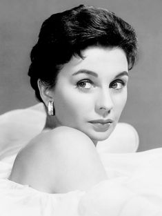 """summers-in-hollywood: """"Jean Simmons, 1957 """" Old Hollywood Movies, Vintage Hollywood, Hollywood Glamour, Hollywood Stars, Hollywood Actresses, Classic Hollywood, Actors & Actresses, Classic Actresses, British Actresses"""