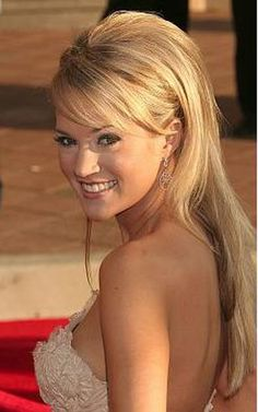 Pretty Half-Up Hairstyles for Prom: Carrie Underwood