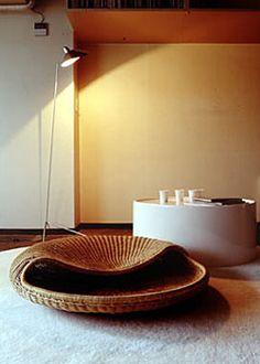 岡嶌要(Kaname Okajima) あぐら座椅子 Modern Rattan Chair