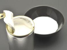 Φτιάξτε εύκολα, γρήγορα και οικονομικά επιδόρπια, καθώς και ένα δροσερό κοκτέιλ με κύριο συστατικό το συμπυκνωμένο γάλα που που αγαπησαμε σα παιδιά. απο το elle.gr  1. Αρωματικό κοκτέιλ: Σε ένα σέικερ βάζετε 100 ml ζαχαρούχο γάλα, 200 ml