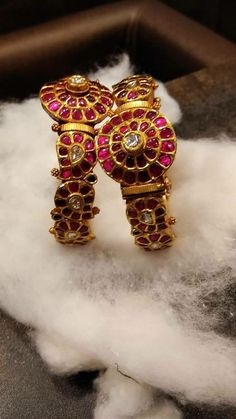 Traditional kada(bangle) Indian Jewellery Design, Traditional Indian Jewellery, Jewelry Design, Fashion Jewellery, Women's Fashion, India Jewelry, Temple Jewellery, Ruby Bangles, Bangle Bracelets