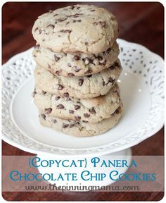 {Copycat} Panera Chewy Chocolate Chip Cookies - the perfect chewy chocolate chip cookie! by www.thepinningmama.com
