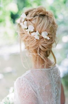 Wedding hairstyle idea; Featured Photographer: Connie Balluff Photography
