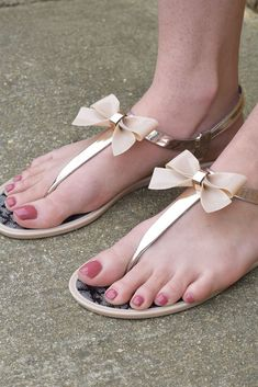 These adorable little sandals are the perfect addition to any spring/ summer outfit! They have gold shimmery straps and a nude colored bow. - These only come in whole sizes. If you are a half size we