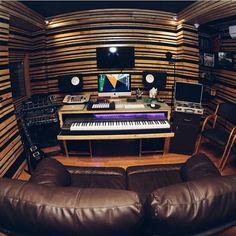 Studio by @rakshanalbert  #studioporn #bedroomproducer #gearslutz #gearporn #musicstudio #recording #recordingstudio #homestudio #homerecording #productionstudio #inthestudio #studiomonitor #studiomonitors #gearcollection #studiolife #producer #musicproducer #songwriter #musician #studioflow #studiomusic #music