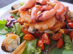 Cocinando con Lola García: Ensalada templada de frutos de mar con vinagreta de cerezas