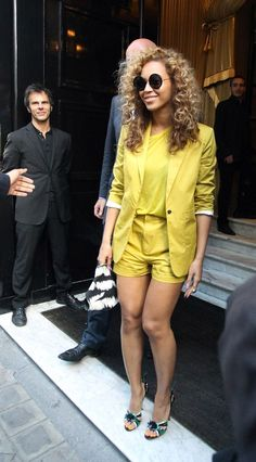 Beyonce in Prada shoes and Jay Z going to have dinner at The Costes Hotel in Paris (615×1111)